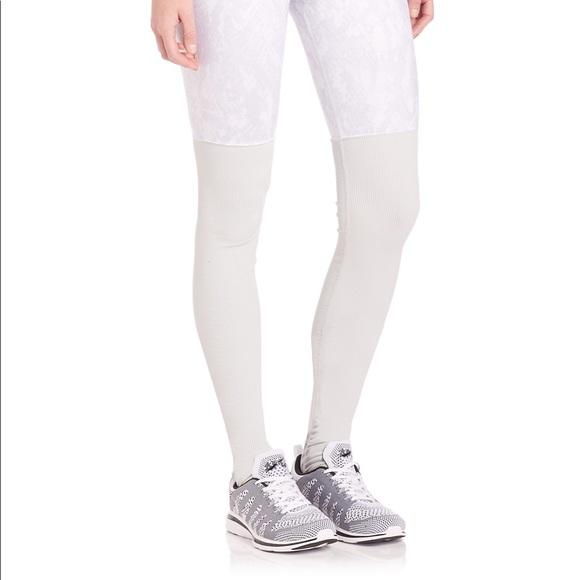 614ff08f25e5fe ALO Yoga Pants | Nwot Alo Goddess Leggings In Whitevapor Python ...